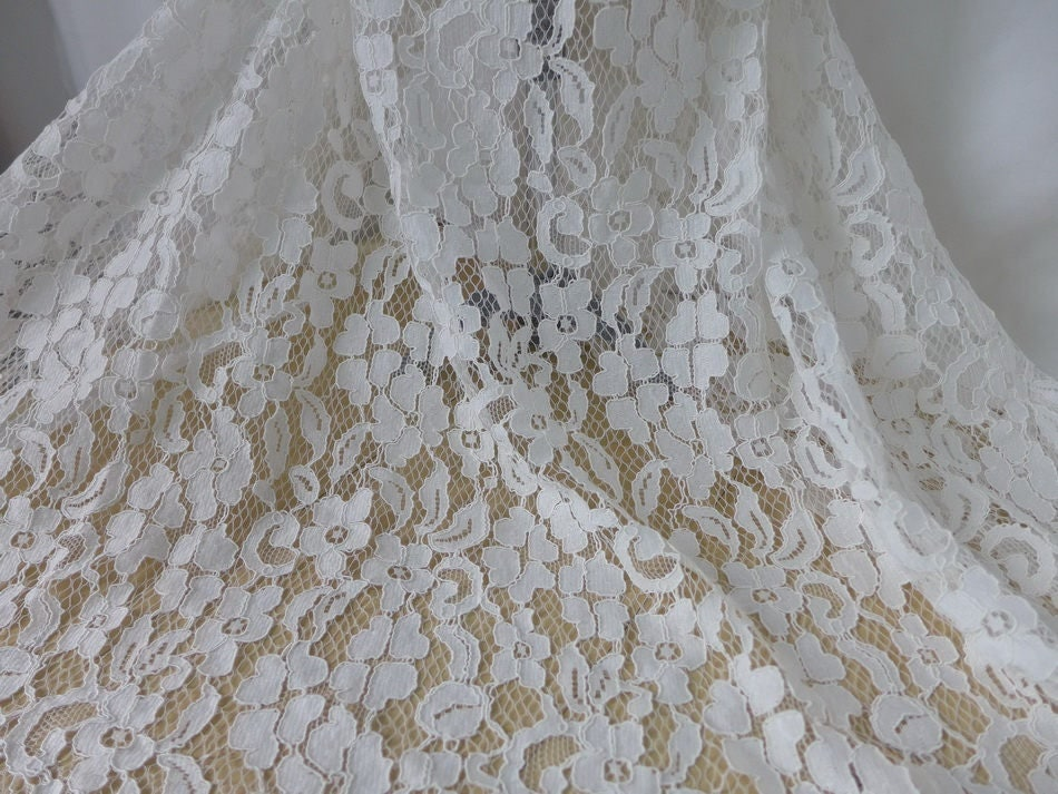 Ivory alencon fabric french lace chantilly lace fabric for French lace fabric for wedding dresses