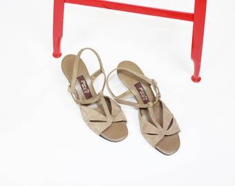 70s HUSH PUPPIES heels tan grey SUEDE slingback peep toe shoes size 7