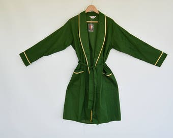 New with Tags Dunmar Men's Robe 1960s Era new with tags Green with yelllow/white piping Size Medium 38/40 60's Costume Light Weight New