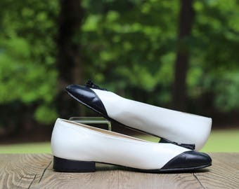 Vintage California Magdesians Navy and White Spectator Pumps with Tassels 7.5 / White and Navy Spectator Pumps / Flat Spectator Pumps