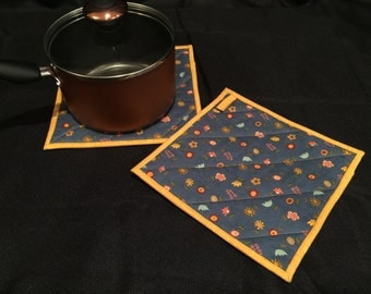 Blue & Gold Floral Quilted, Insulated Pot Holder Set