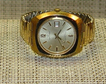 Vintage Waltham Watch Retro Gold Toned Date Self-Winding 17 Jewels