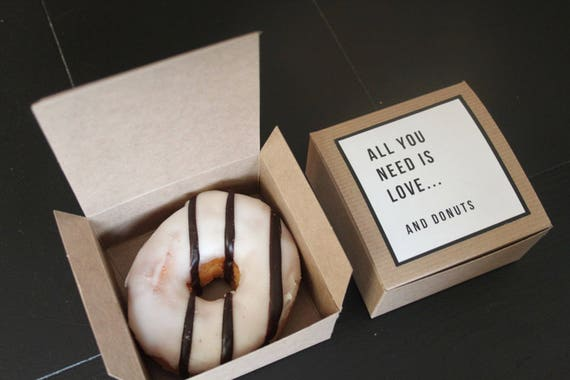 Wedding Take Home Gifts: 4x4x2 Donut Favor Boxes