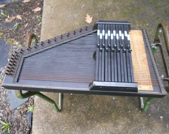 Antique Oscar Schmidt style # 73 Appilation Zithner  Autoharp  made in New Jersey