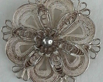 Vintage sterling filigree round pin/brooch flower design