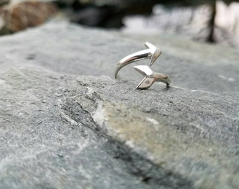 Sterling Silver arrow ring, dainty ring, bypass Ring, simple ring, minimalist jewelry, American Indian, statement jewelry, adjustable