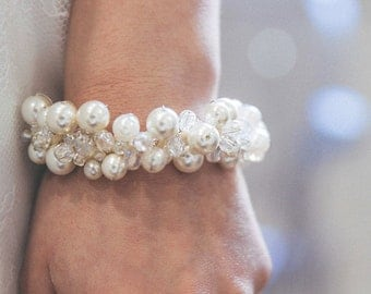 Bracelet of bride dressed in glass and Crystal beads