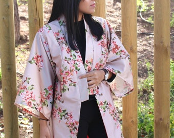 Kimono cardigan with flower and almond tree print. Ideal for parties or weddings. Thick satin fabric. Elegant Kimono.