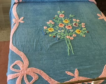 Big BEAUTIFUL BLuE AnD PiNK VINTAGE CHENILLE BeDSPREAD BoWS AnD FRiNGE