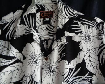 Vintage Hawaiian style shirt black and white Hibiscus blossoms