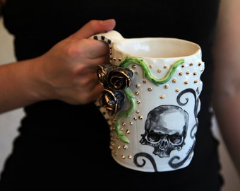 skull mug with tridimensional roses black and gold, gothic style MADE TO ORDER