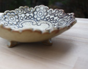 Lace Footed Dish (Round)