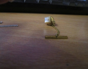 vintage goldtone gents tie pin with chain mother of pearl square top