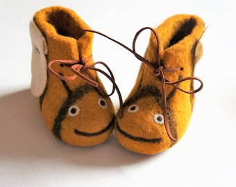 """Felted shoes """"Bees"""" Felted slippers Wool shoes Felted shoes House shoes Felt boots Baby shoes Kids boots Felted baby shoes Valenki"""