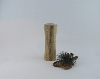 Spices and peppermill grinder in Oak ,Hourglass  style with rod mechanisme  6 3/4  in article no: 516