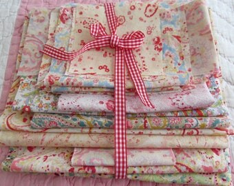 A PASSION FOR PAISLEY! Bundle of true vintage eiderdown/quilt fabrics~Roses and Paisley~Perfect for patchwork & pretty little projects(PP01)