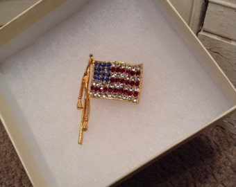 Vintage American Flag Pin Wirh Crystals - Vintage United States Flag - Art Deco Gold Flag Pin