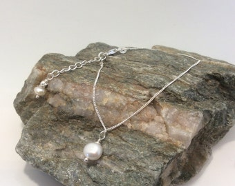 delicate 925 sterling silver bracelet with freshwater cultured pearls