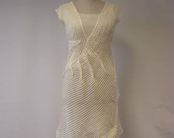 The hot price. Exceptional off-white linen dress, M size. Only one sample.
