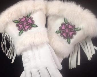 Women's Native American Gloves