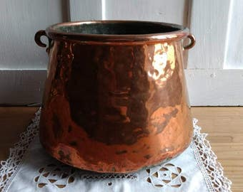 Fabulous French antique copper cooking pot, very rustic hand hammered pot, circa 1800s.