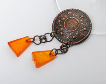 Vintage Brooch Pin, Copper brooch with natural Baltic Amber charms (BZ080)