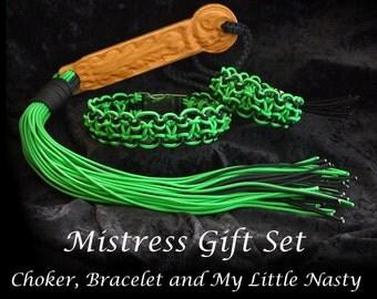 Extroidinary, choker, bracelet, oak handled Little Nasty stinger