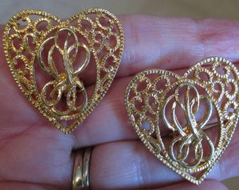 Vintage heart Earrings filigree open work monogram chunky clip on gold tone button Style earrings fashion jewelry