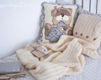 Knitted set with bear