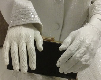 Delicate White Mesh Knit Gloves