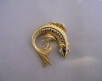 Vintage Monet Goldtone Fish Pin w/Rhinestone Eyes