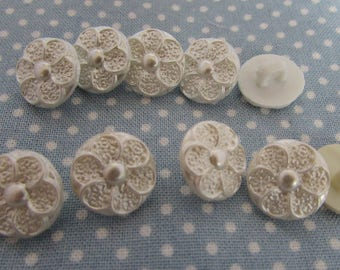 Pearl Centre Flower Buttons