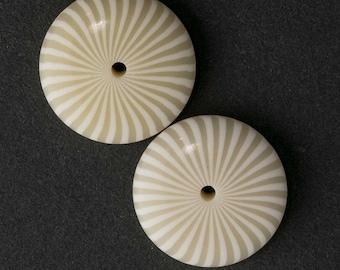 Vintage cream colored flat pinwheel plastic disks. 20mm diameter. Package of 4. b6-223(e)