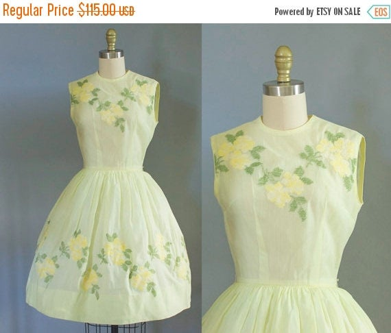 SALE 15% STOREWIDE 1950s yellow floral cotton dress/ 50s sundress/ extra small xs