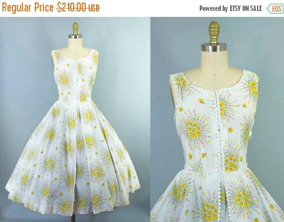 SALE 15% STOREWIDE 1950s floral cotton dress/ 50s swiss dot sundress/ medium