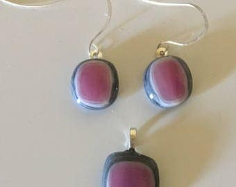 Set of fused glass earrings and pendant
