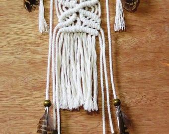 Handmade Crochet & macrame Dreamcatcher with natural feathers - Attrape rêve crochet et macramé fait main avec plumes naturelles