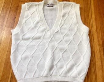 Vintage ivory sweater vest. White vest. Vintage sweater vest. Cable knit sweater vest. Knit vest small medium. Knit Waves vest. 1970's vest.