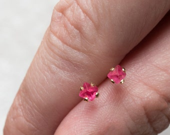 Spinel crystal studs, pink red spinel earring, red stud earrings, 14K yellow gold, natural crystal gold stud earring, Hot pink crystal studs