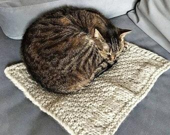 Knit cat blanket for dog blanket for cat Kitten blanket Pupi knit blanket Woll knit blanket Knit pet bed Knit cat mat Custom pet blanket