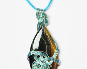 Pendant, Agate onyx, aluminum wire, glass beads. LBC14032017D