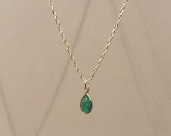 """6x4mm oval cabochon Emerald on a 18"""" silver necklace"""