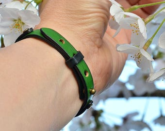 Genuine Italian Leather Bracelet. Men's. Unisex. Wristband. Bangle. Natural leather. Green. Gift. Japanese Jewelry. Casual. Made in Japan.