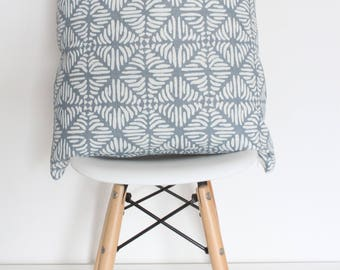 "Leaf Pillow Cover (22"" x 22"")"