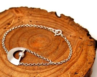 Circle bracelet.Moon sun bracelet.Silver bracelet.Fitted bracelet.Minimal bracelet.Boho bracelet.Contemporary jewelry.Half circle jewelry