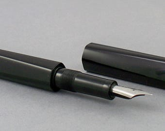 Sculpted twist model fountain pen
