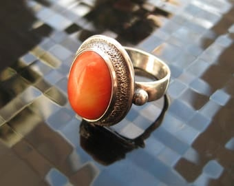 Vintage women's silver ring, silver ring for women, sterling silver ring, silver ring with coral, natural coral, coral jewelry, coral ring