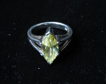 Sterling Silver Ring with Green Stone, 6.3 grams size 6.75