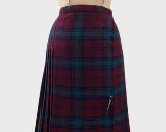 Vintage Charese Tartan skirt, tartan, red tartan, knee length skirt, skirt pin, school girl skirt, Charese of Paris, french vintage