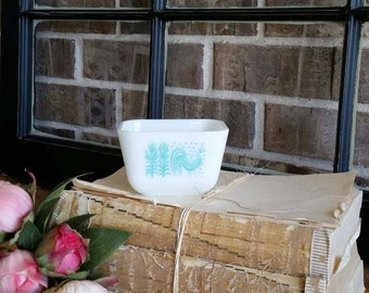 Pyrex Butterprint Refrigerator Dish/Rooster/Pyrex/turquoise